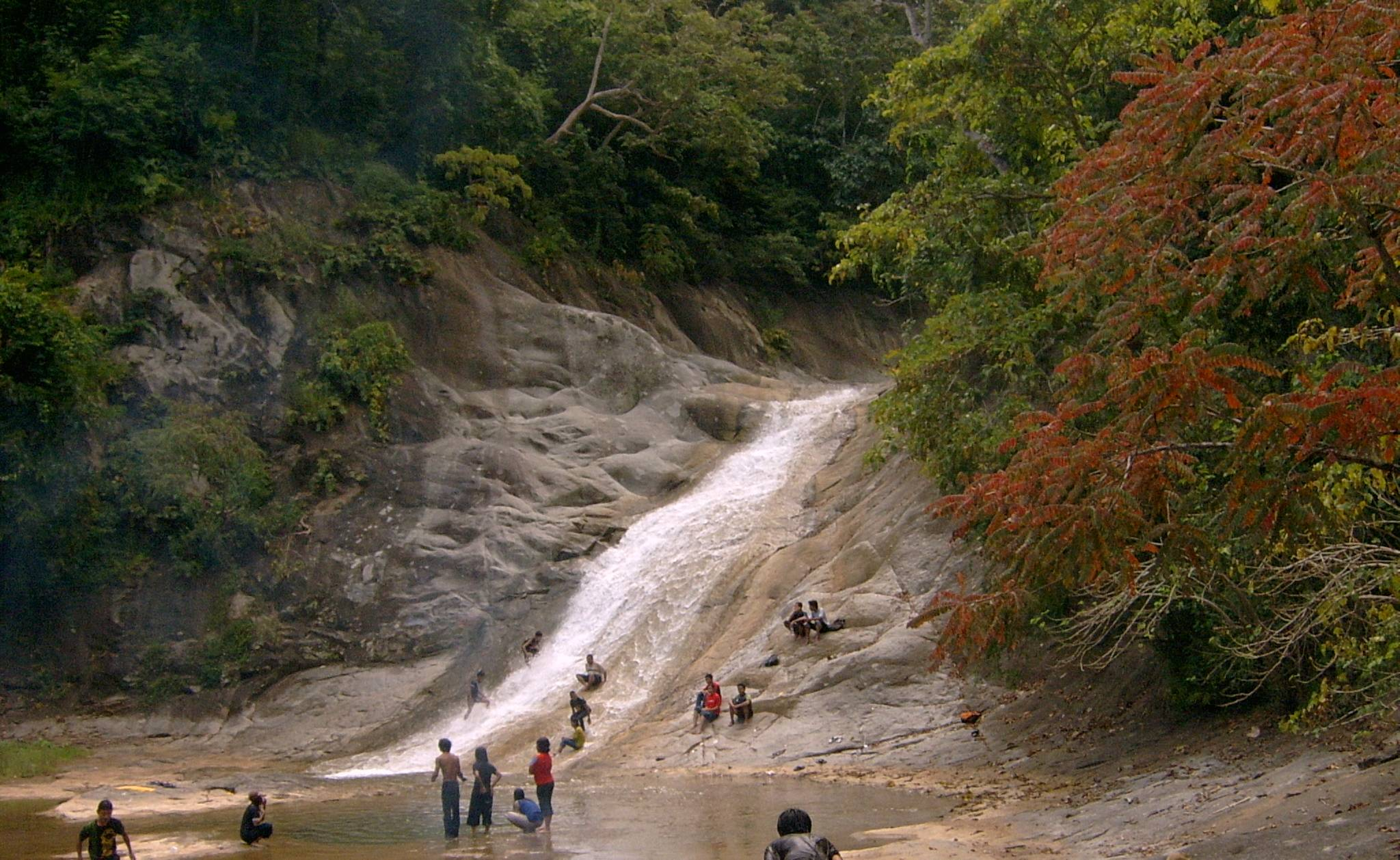 Teba Murin Waterfall - Lenangguar